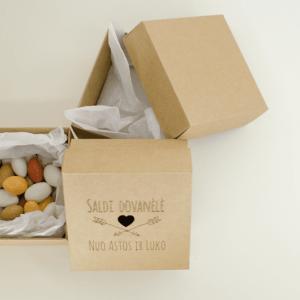 Keturkampė dėžutė dovanoms