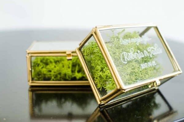 Auksinė žiedų dėžutė personalizuota