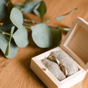 vestuviniu ziedu dezute medine