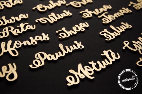 auksiniai stalo vardai
